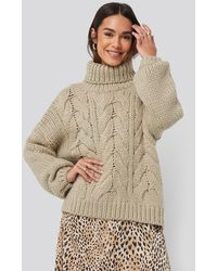 NA-KD Wool Blend High Neck Heavy Cable Knitted Sweater - Naturel
