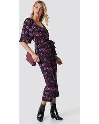 NA-KD Flower Print Wrap Jumpsuit - Mehrfarbig