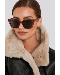 NA-KD Sharp Edge Square Sunglasses - Bruin
