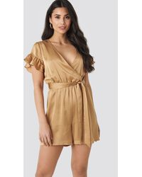 NA-KD Frill Sleeve Playsuit - Natur