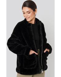 NA-KD Short Front Pocket Faux Fur Jacket - Zwart