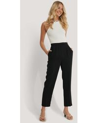 NA-KD Cropped Gevoerde Pantalon - Zwart