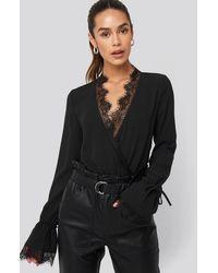 NA-KD Overlap Lace Detail Bodysuit - Zwart