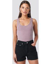 NA-KD Raw Hem High Waist Denim Shorts - Mehrfarbig