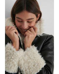 NA-KD The Fashion Fraction x Kunstpelz Detail Jacke - Mehrfarbig