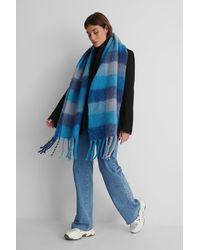 NA-KD Superzachte Geruite Sjaal Met Kwastjes - Blauw