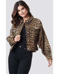 NA-KD Cropped Oversized Leopard Denim Jacket - Multicolore