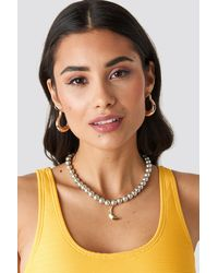 NA-KD Pearl Moon Pendant Necklace - Grijs