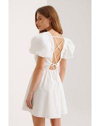 NA-KD Trend Organisch Mini-jurk Met Kant Op De Rug - Wit