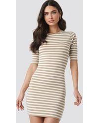 NA-KD Striped Fitted T-shirt Dress - Neutre