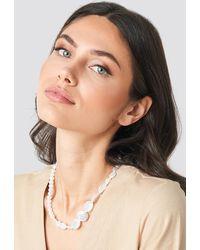 NA-KD Asymmetric Pearl Necklace - Blanc