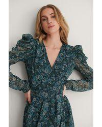 NA-KD Boho Kleid Mit Gepolsterten Schultern - Blau