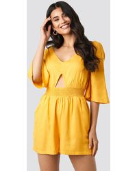 NA-KD Cut Out Detail Playsuit - Geel