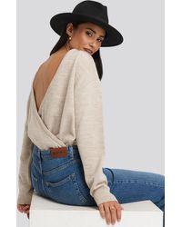 NA-KD V-shape Deep Back Sweater - Naturel