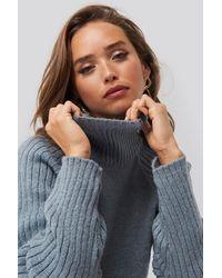 NA-KD High Neck Ribbed Sleeves Sweater - Blau