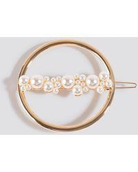 NA-KD Pearl Detail Ring Hairclip - Metallic
