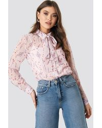 NA-KD Floral Print Sheer Pussy Bow Blouse - Roze