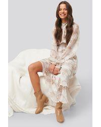 NA-KD Oyster Printed Smocked Dress - Naturel
