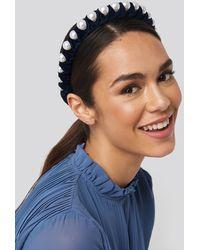NA-KD Big Pearl Velvet Hair Hoop - Bleu