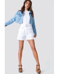 NA-KD Boho Belted Lace Shorts - Weiß