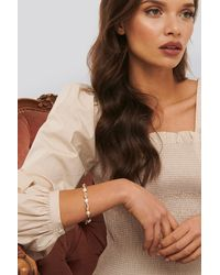 NA-KD Anette Hovland Pearl Bracelet - Metallic