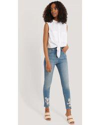NA-KD - Chewed Hem Skinny Cropped Jeans - Lyst