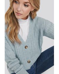 NA-KD Button Up Ribbed Cropped Cardigan - Blau