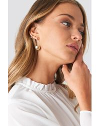 NA-KD - Gold Back Chain Shell Earrings - Lyst