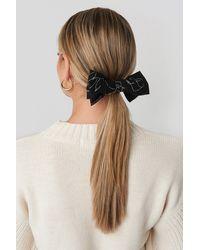 NA-KD Floral Lines Hair Clip - Zwart