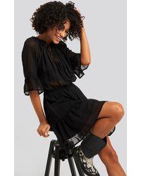 NA-KD Short Sleeve Flounce Mini Dress - Zwart