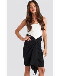 NA-KD Front Twist Skirt - Zwart