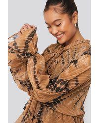 NA-KD Printed Tie Collar Maxi Dress - Bruin