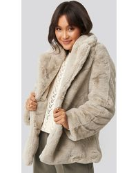 NA-KD Colored Faux Fur Short Coat - Naturel