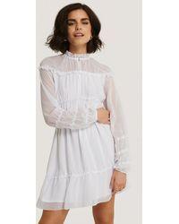 NA-KD Mini-jurk Met Lange Mouwen En Ruches - Wit