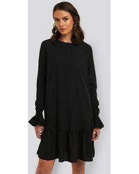 NA-KD Round Neck Flounce Mini Dress - Zwart