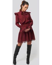 NA-KD Smocked Flounce Lace Detail Dress - Rood