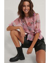 NA-KD - Trend Kurzärmelige Chiffon-Bluse Mit Blumenmuster - Lyst
