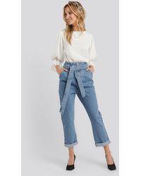 NA-KD Belted Paperbag Turn Up Jeans - Blau