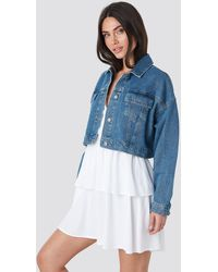 NA-KD Cropped Regular Hem Denim jacket - Bleu