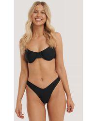 NA-KD Swimwear Strukturiertes Pop-Bikini-Höschen V-Schnitt - Mehrfarbig