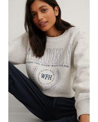 NA-KD Grey Organic Boxy Cropped Printed Sweatshirt