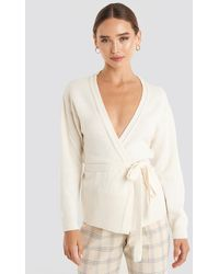 NA-KD Tied Overlap Knitted Cardigan - Naturel