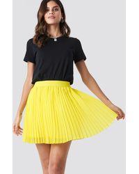 NA-KD Mini Pleated Skirt - Gelb