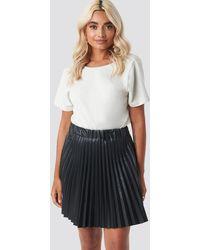 NA-KD Faux Leather Pleated Mini Skirt - Noir