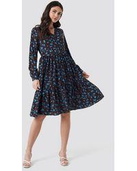NA-KD V-neck Printed Ruffle Dress - Bruin