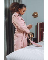 NA-KD Paola Locatelli x Jeans-Jumpsuit Mit Gürtel In Der Taille - Pink