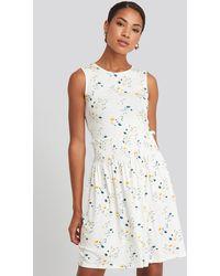 NA-KD Sleeveless Floral Print Skater Dress - Blanc