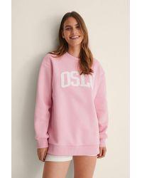 NA-KD Organisch City Print Sweatshirt - Roze
