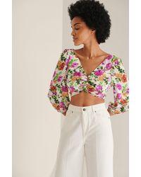 NA-KD Bluse Mit V-Ausschnitt Und Schnürung Hinten - Mehrfarbig