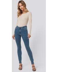 NA-KD Pamela x High Waist Skinny Fit Jeans - Blau